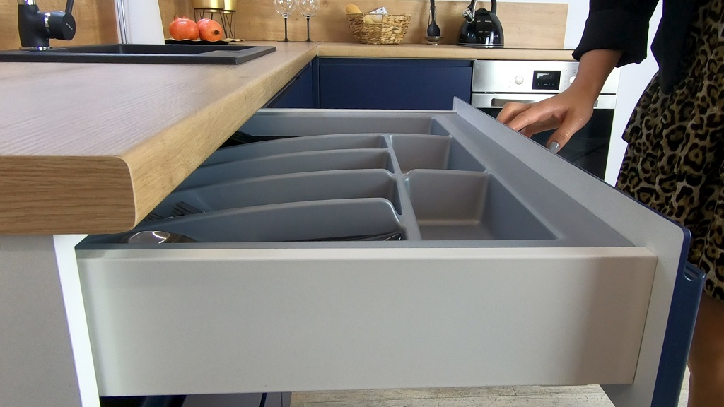 Rohová kuchyňa Minea - detail zásuvky