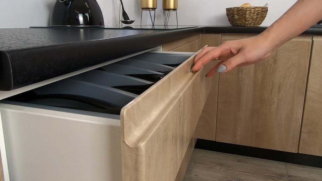 Kuchyně Leya - detail zásuvky