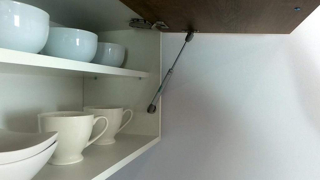 Sektorová kuchyňa Natali - detail piestu výklopnej skrinky