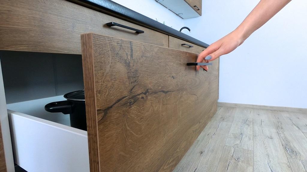 Rohová kuchyně Natali - detail zásuvky