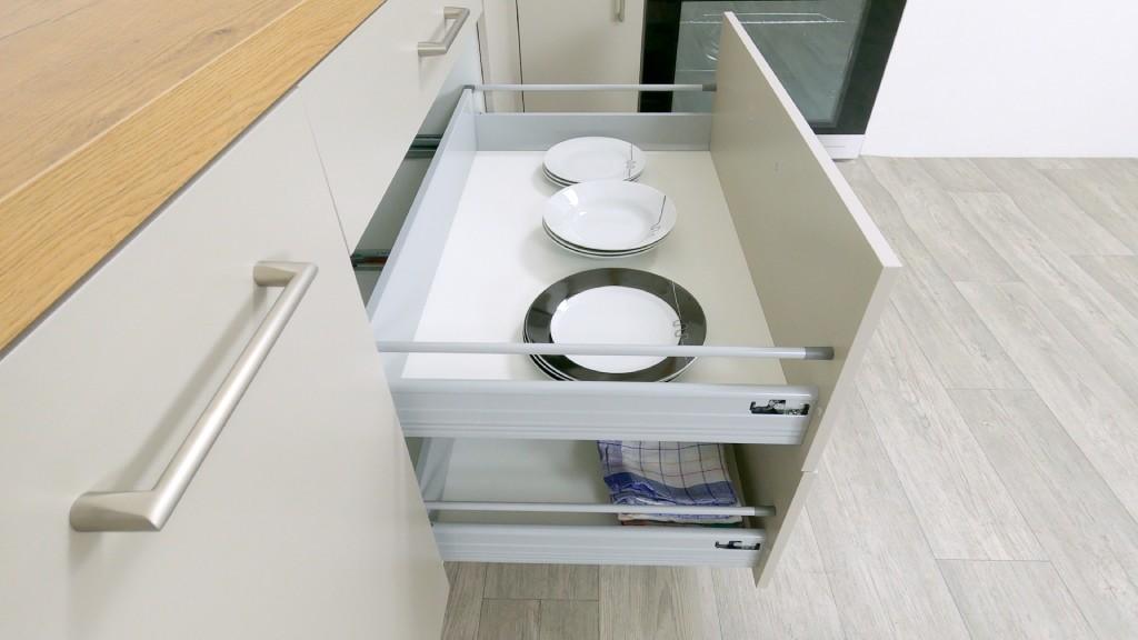 Kuchyně Inge - detail zásuvek