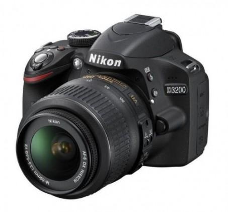 Digitální zrcadlovka NIKON D3200 + 18-55 VR II