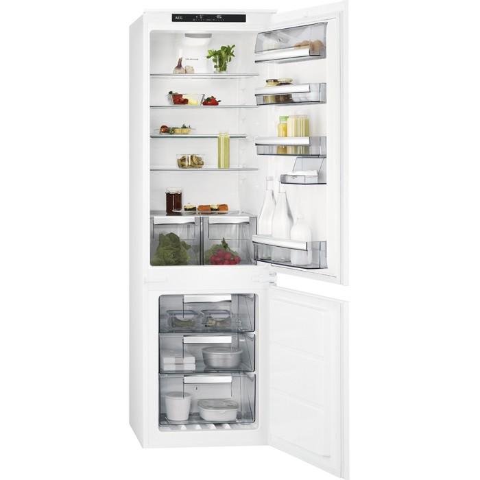 Vestavná lednička Vestavná kombinovaná lednice AEG SCE81826TS