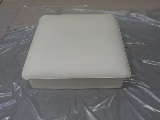 Zlevněné sedačky Teresa - Taburet (pampas madras - white m9002) - II. jakost
